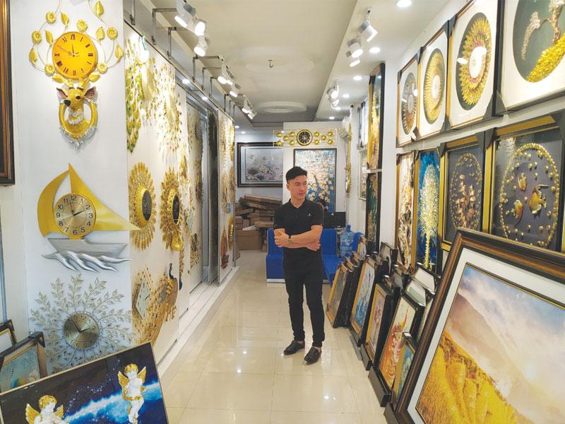 Showroom Bán Đồng Hồ Trang Trí Phòng Khách